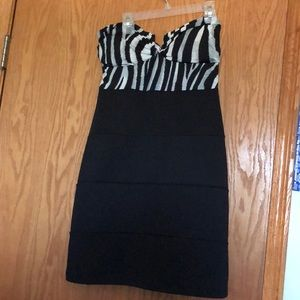 Dresses & Skirts - Strapless animal print dress
